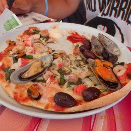 Gozo seafood pizza